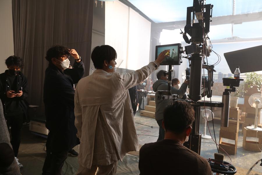 監督と綿密な打ち合わせを繰り返し、一切妥協することなく何カットも撮影