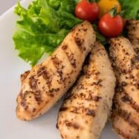 ファミマから温めてさらにおいしいサラダチキン「グリルサラダチ…