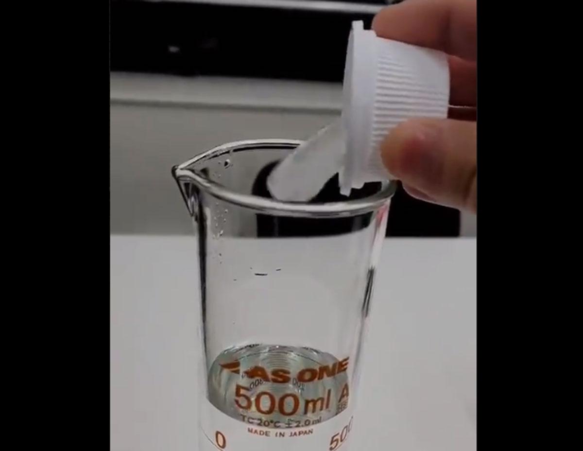 科学的興味からの実験「重水の氷を普通の水に入れてみた」動画に注目集まる