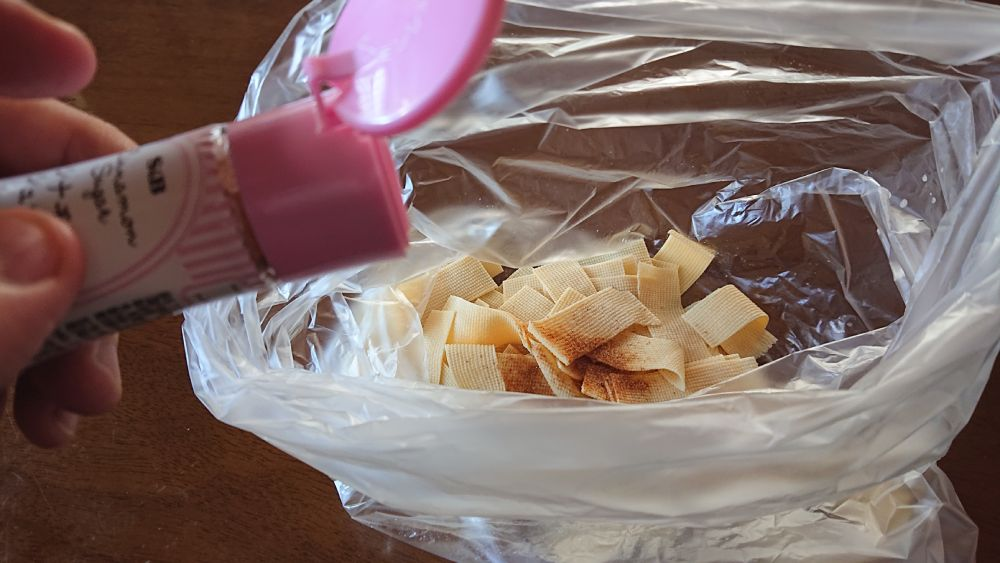 シナモンシュガーは粉が吹き飛ばないように注意。