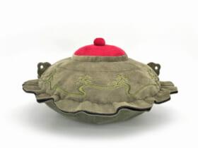 伝説の茶釜「平蜘蛛」ぬいぐるみが限定500個で再販