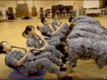 「超絶技巧」の演奏を見せる海上自衛隊東京音楽隊のYouTube動画(スクリーンショット)