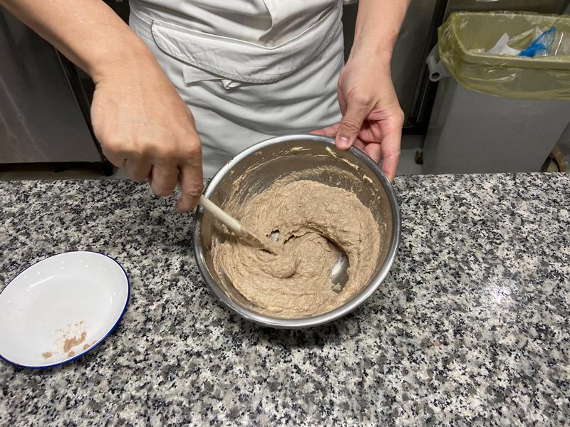 サバクッキーの生地作り