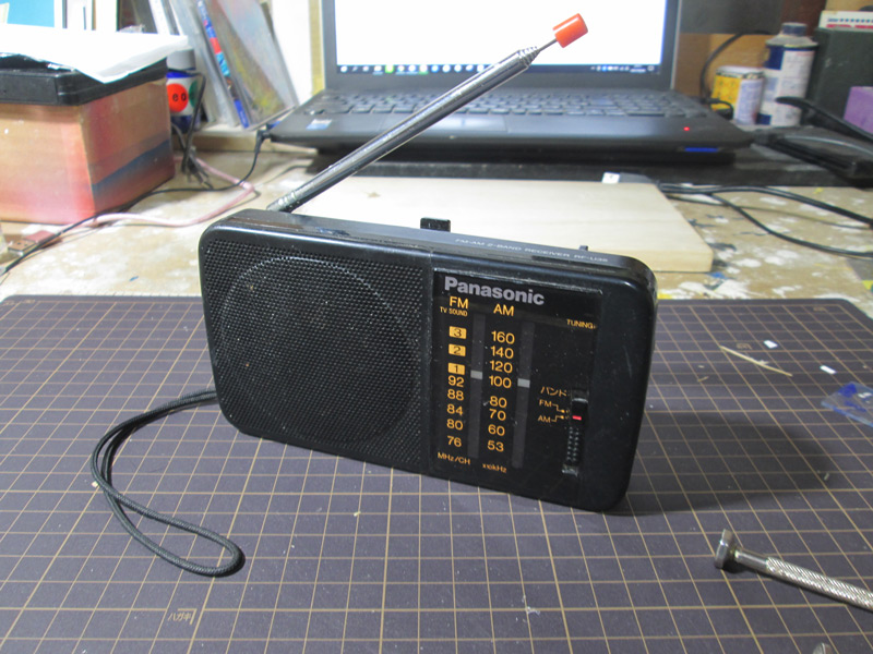 モチーフになった松下電器産業のラジオRF-U35(小坂学さん提供)