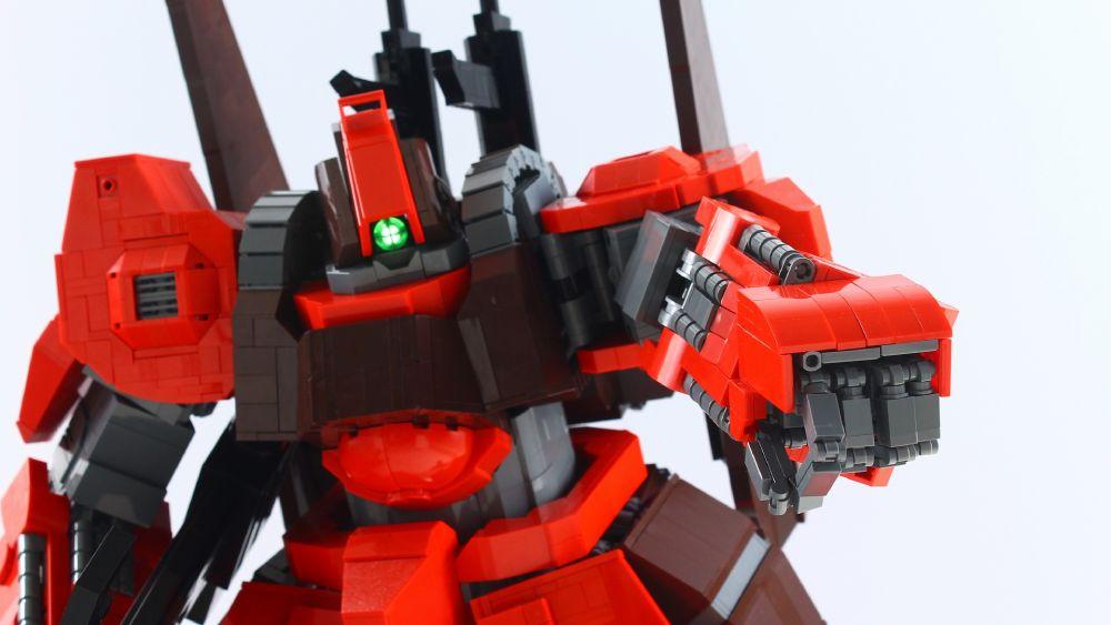 全てをレゴで組み上げたMokoさん。しかしその姿はガンプラに匹敵する精巧さ。