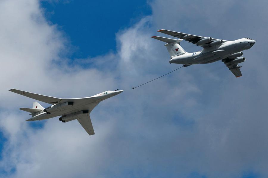 Il-76とTu-160(Image:ロシア国防省)