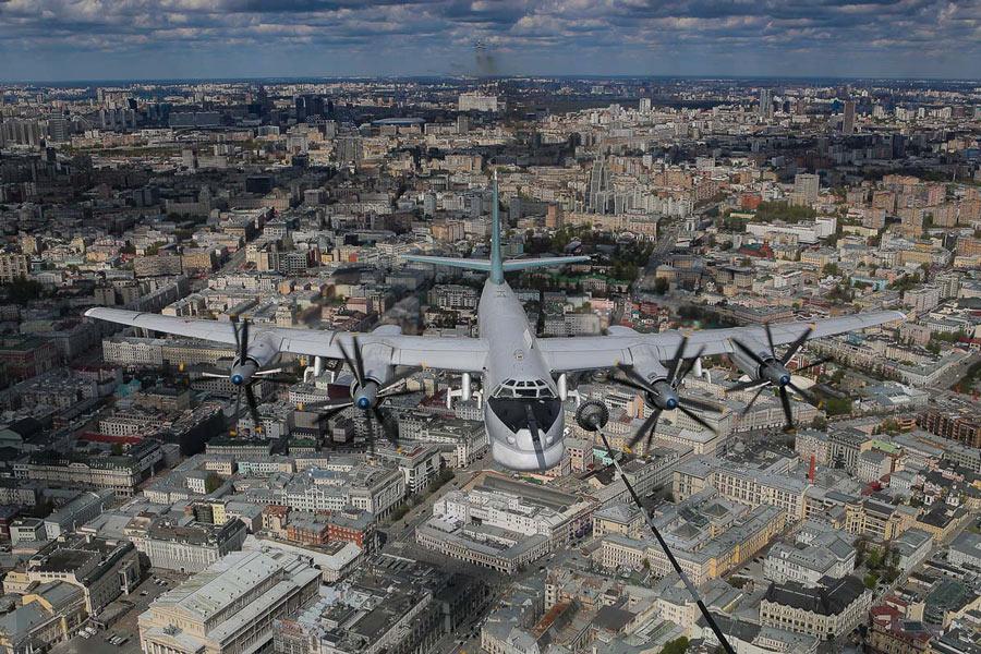 空中給油を模擬するTu-95(Image:ロシア国防省)
