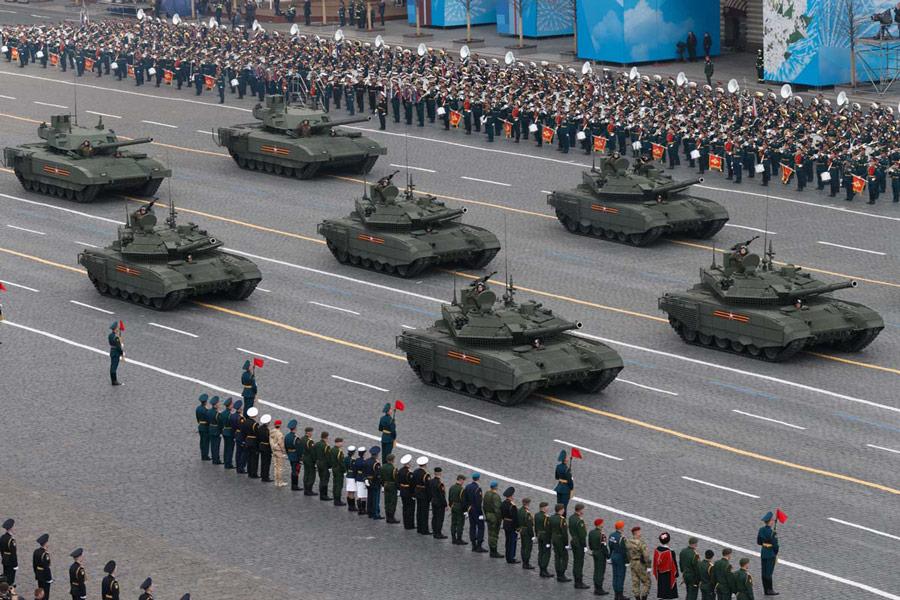 現用戦車の行進(Image:ロシア国防省)