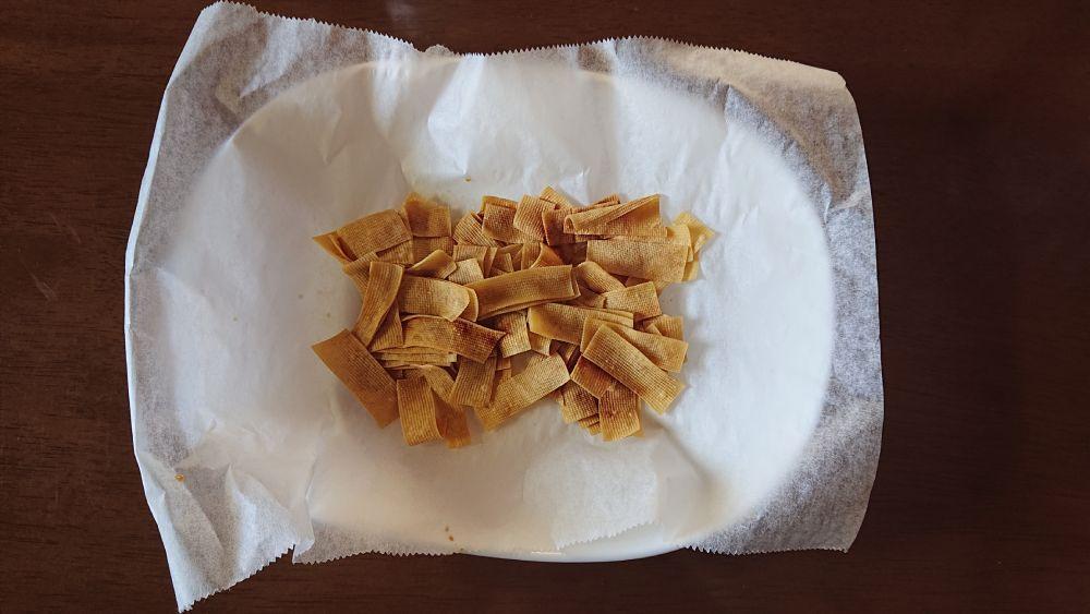 わずか3分間のレンチンで豆腐皮は収縮。