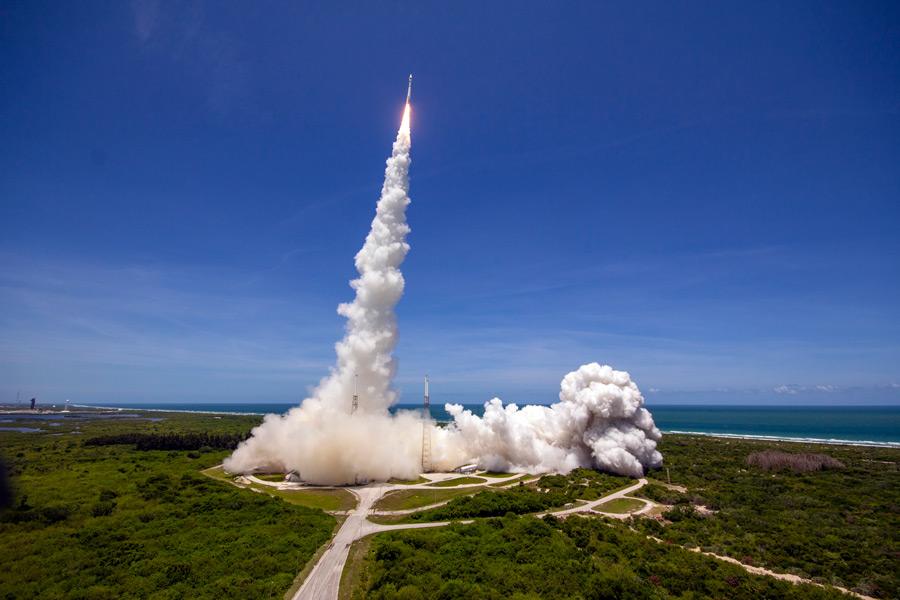SBIRS_GEO-5を載せ上昇するアトラスV(Image:ULA)