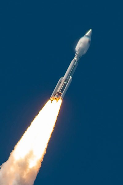 SBIRS_GEO-5を載せ飛行するアトラスV(Image:ULA)