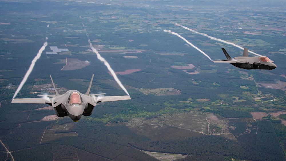 フランス上空を飛ぶF-35A(Image:USAF)