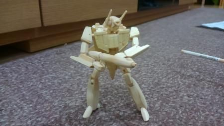 最終的に航空機は人型ロボットにまで変形。