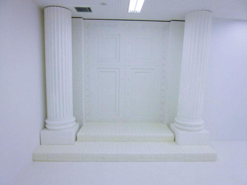 白い「開かずの扉」