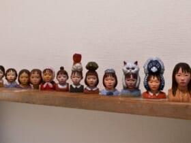 独学で彫刻技術を学んだ市川さん。作品群はその年の「ハイライト」となる要素も。