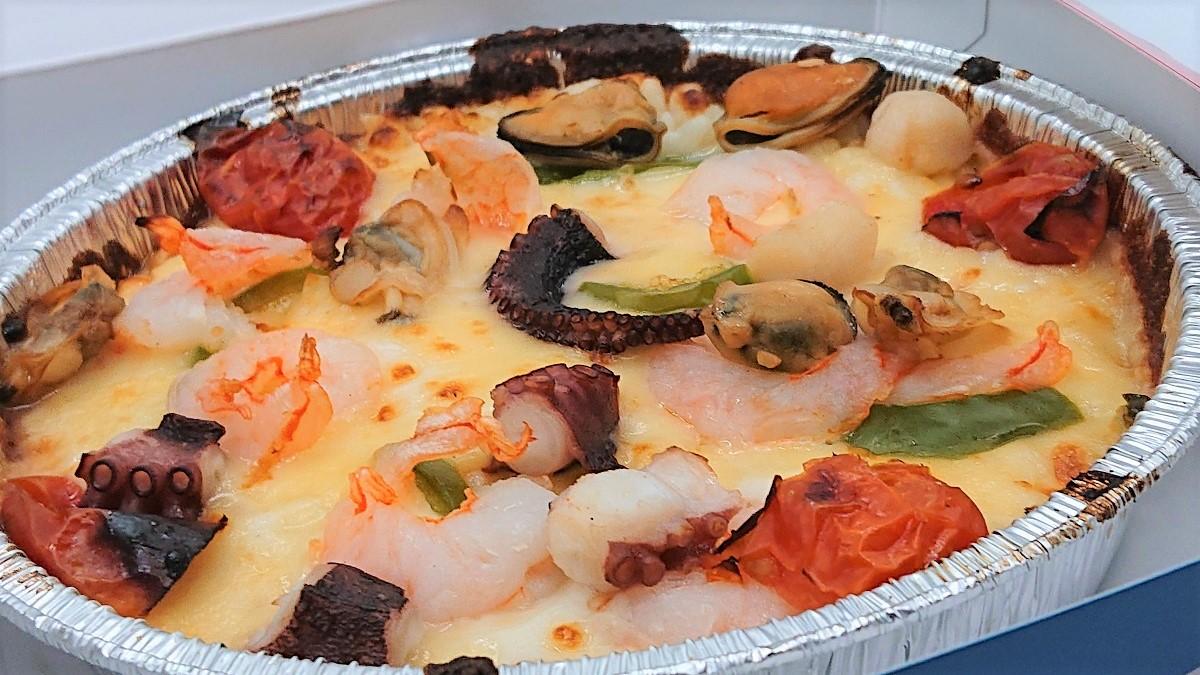 ドミノのピザ飯「ピザライスボウル」はドリアかと思ったらちゃんとピザしてた