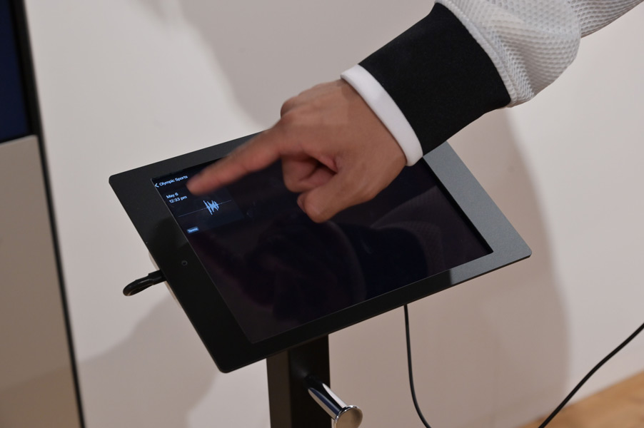 録音音声メッセージ(日本語のみ)をヘッドホンで聞くことも可能