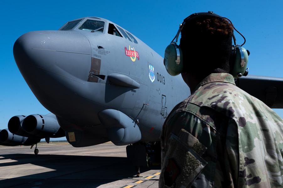 モロン空軍基地に到着したB-52H(Image:USAF)