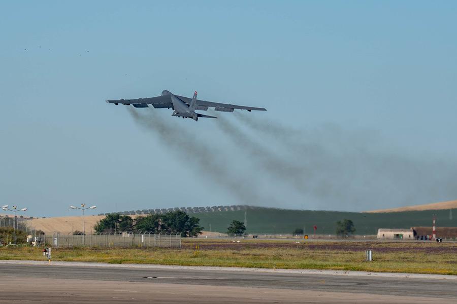 モロン空軍基地を離陸したB-52H(Image:USAF)