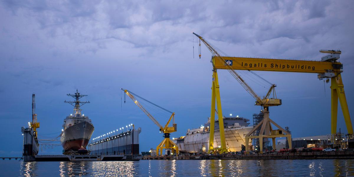 浮ドックに載せられ進水するジャック・H・ルーカス(Image:HII)