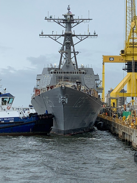 艤装岸壁に接岸するジャック・H・ルーカス(Image:HII)