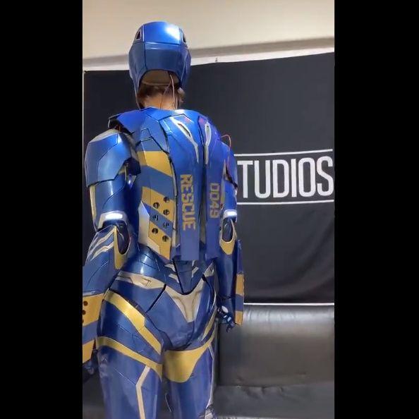 青いボディと、バックパックの表記より「アイアンマン・レスキュー」の模様。