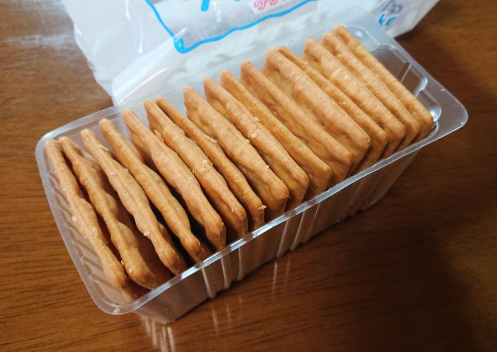 パッケージ内には16枚ものクラッカーがぎっしり。