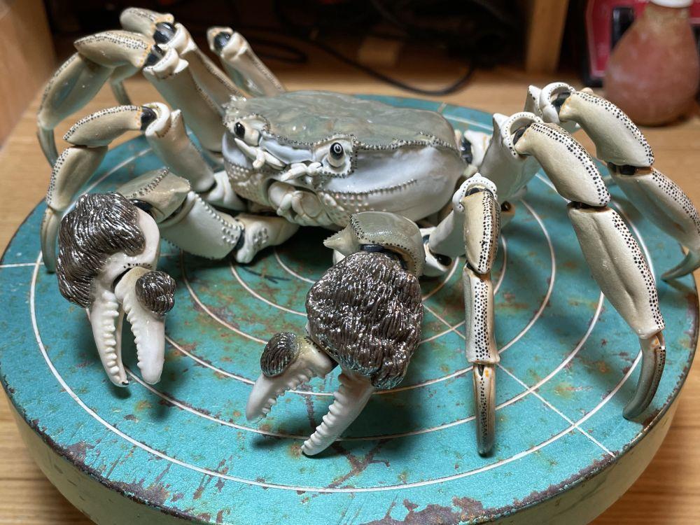"""モクズガニの可動陶器 """"自在置物""""テーマにした高い技術に目を奪われる"""