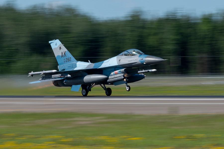 離陸する第18仮想敵飛行隊のF-16(Image:USAF)
