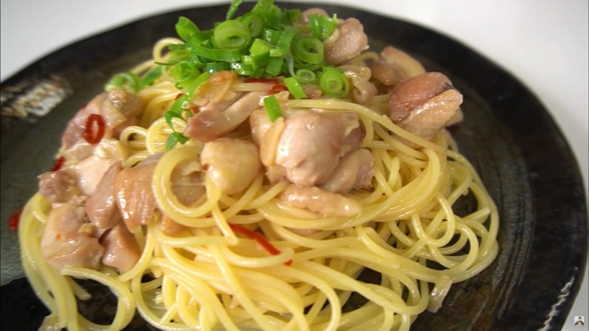 料理研究家リュウジさんのパスタ「日本酒鶏そば」
