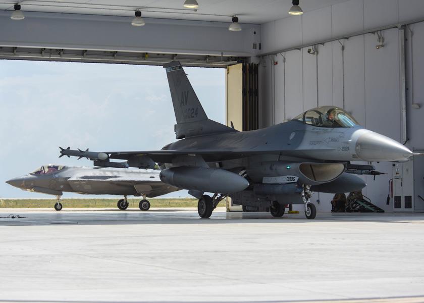 アメリカ空軍のF-16とF-35A(Image:USAF)