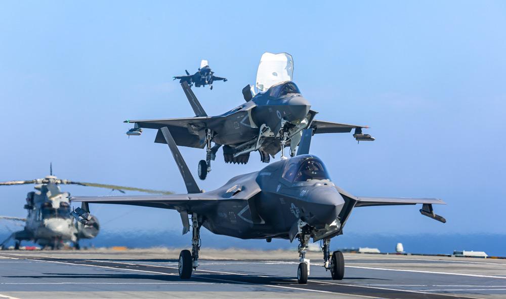 空母クイーン・エリザベスで同時に運用される英米のF-35B(Image:USMC)