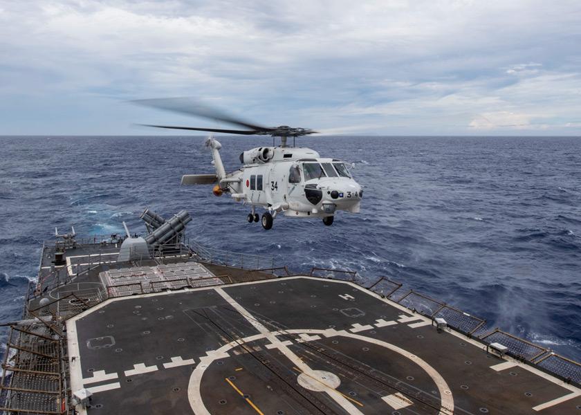 巡洋艦シャイローに着艦する護衛艦いせのSH-60K(Image:U.S.Navy)