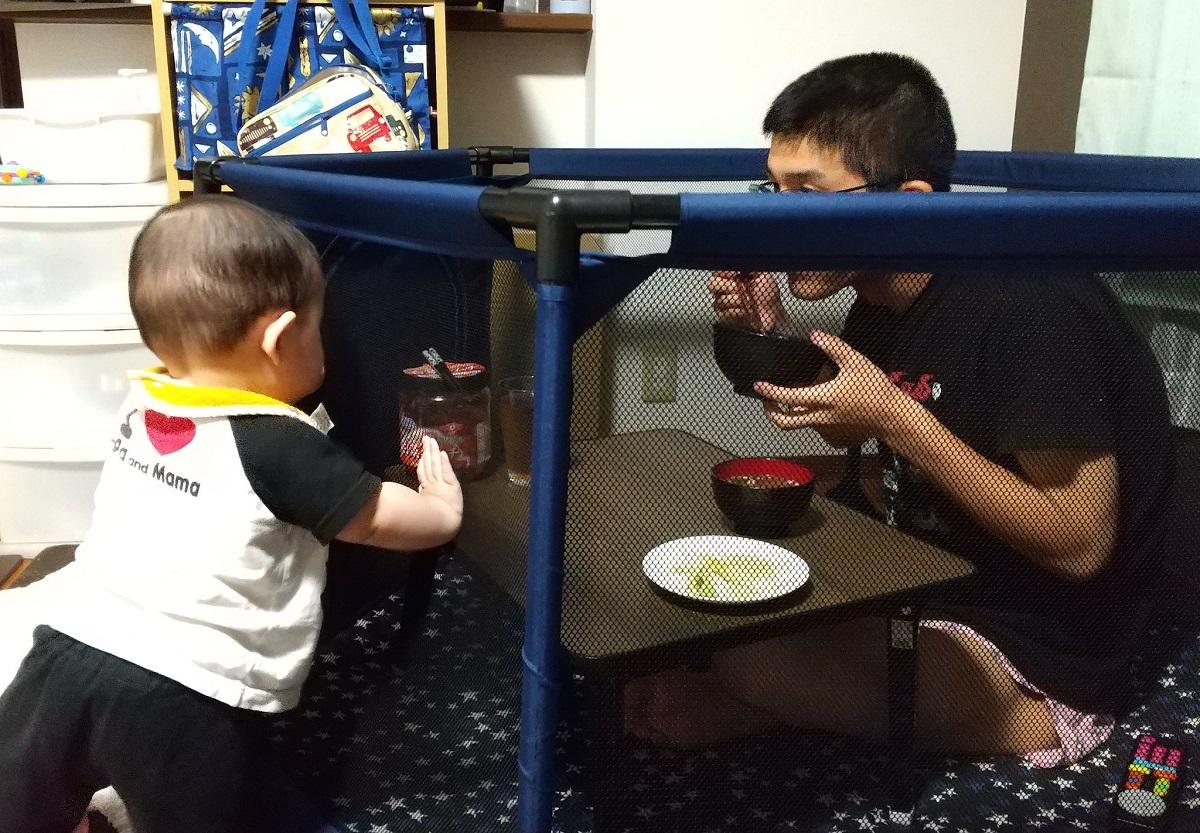 「そっちかい!」赤ちゃんがいてもゆっくり食事ができるライフハック