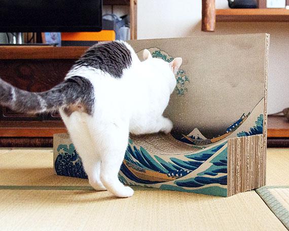 名画の世界に猫が入り込んだような不思議な感覚に
