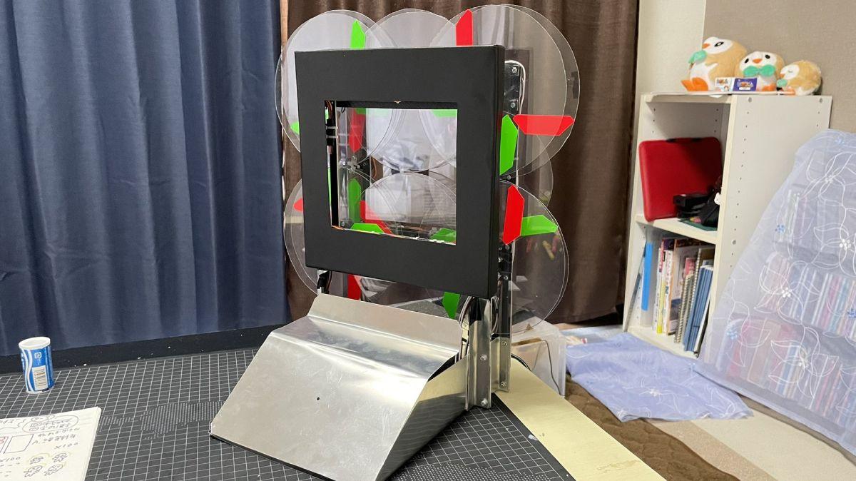 「時間が溶ける時計」は、紙工作と電子工作が合わさった現代アート。
