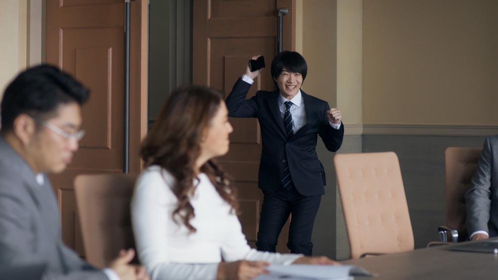 会議室を出て行く神木さん