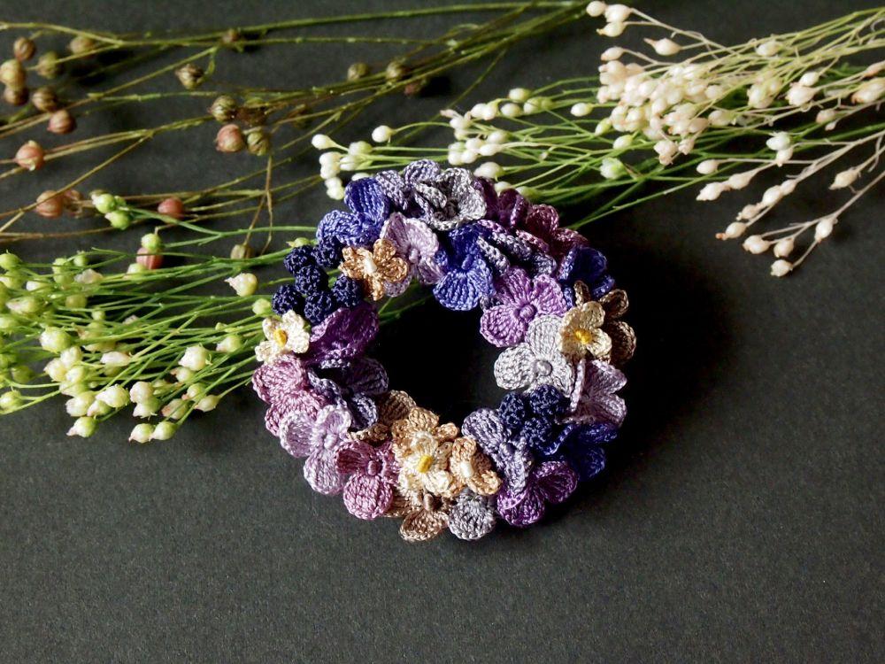 紫陽花をモチーフにしたタイプは対照的に落ち着いた色合いが特徴的です。