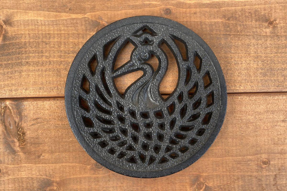 南部鉄器職人の菊地さんが紹介した鶴のことほぎ。