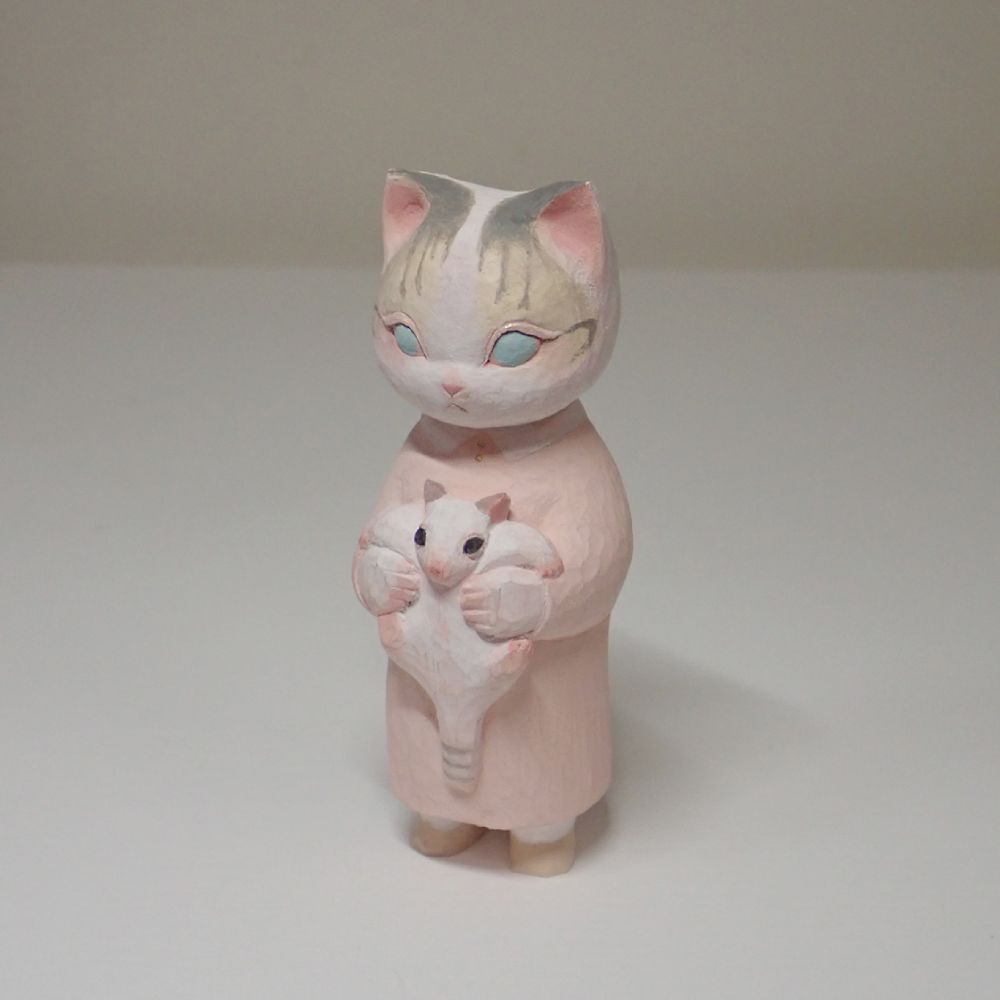 飼い猫がモデルという今回の作品。青い瞳も「オリジナル」です。