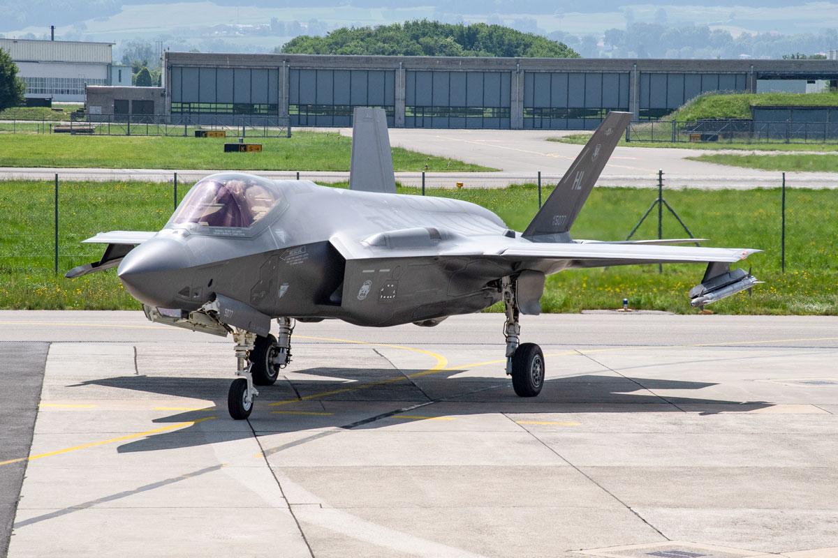 スイス空軍次期戦闘機にF-35Aを36機調達 ペトリオット対空ミサイルも5セット