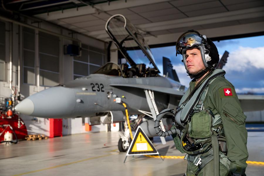 スイス空軍のF/A-18Dとパイロット(Image:スイス連邦防衛・国民保護・スポーツ省)