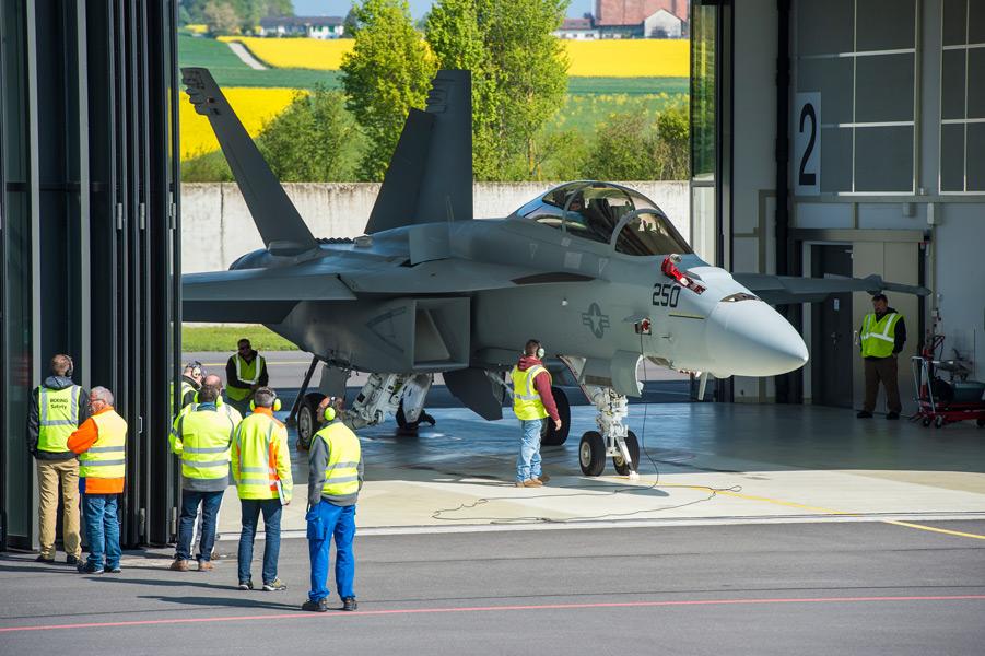 スイス空軍の評価試験を受けるF/A-18F(Image:スイス連邦防衛・国民保護・スポーツ省)
