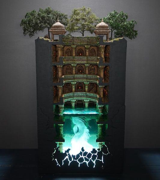インドにある建造物「階段井戸」をモチーフにしたジオラマ作品を公開したたらそほびやさん。