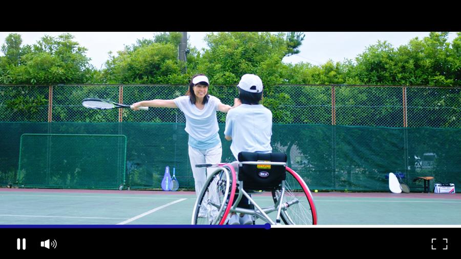終盤には退職後にテニスを楽しむシーンも