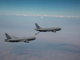 僚機のKC-46Aに空中給油する航空自衛隊向けKC-46A(Image:Boeing)