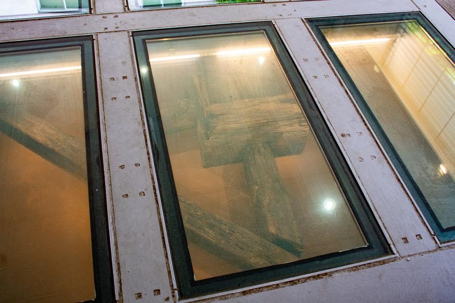 移設された「伝馬町牢屋敷の井戸と浄水樋」