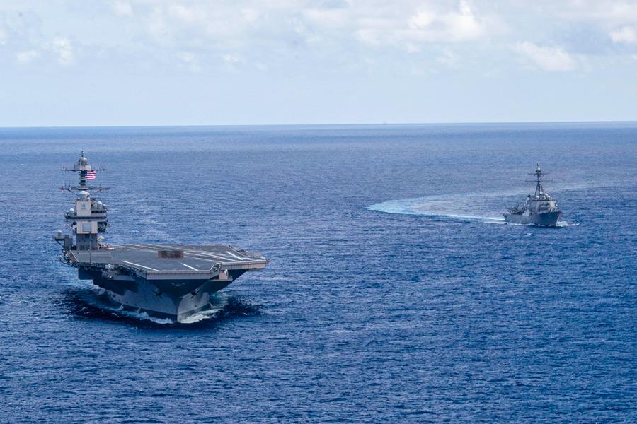 空母フォードと駆逐艦ポール・イグナティウス(Image:U.S.Navy)