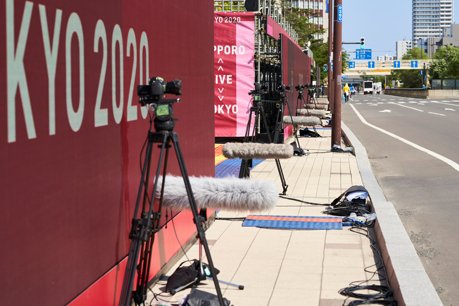 両拠点に設置された8台のカメラで映像を収録