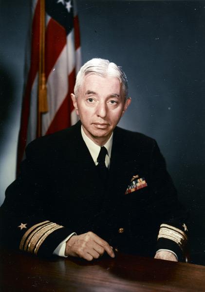 少将当時の1955年に撮影されたハイマン・G・リッコーヴァー氏(Image:U.S.Navy)